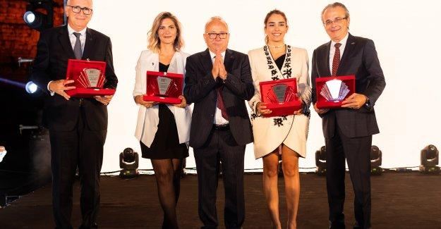 AMORF Tasarım Yarışması Ödülleri Doğal Taş Gala Gecesi Efes' 21'de Sahiplerini Buldu