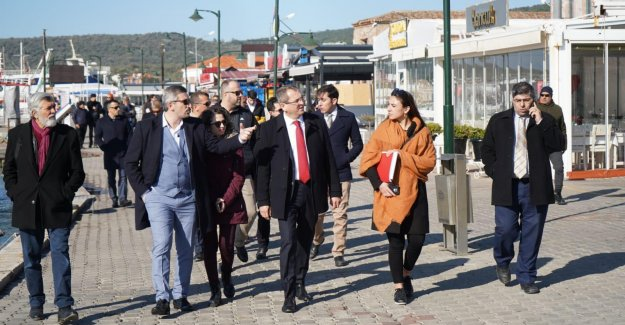 Ayvalık Belediye Başkanı Mesut Ergin, Anıtlar Kurulu ile Ayvalık'ta incelemelerde bulundu