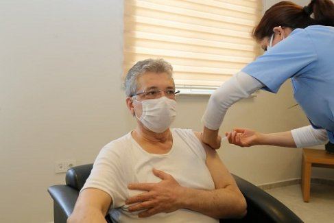 Başkan Arslan Covid-19 aşısı oldu