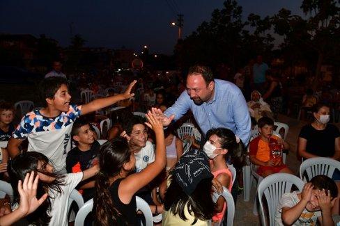 Başkan Gümrükçü Sinema Akşamlarında Vatandaşlarla Buluştu