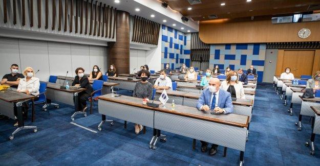 """Başkan Soyer """"İzmir İş Dünyası Kadının Güçlenmesi Başarı Ödülleri"""" töreninde konuştu"""