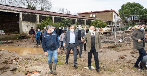 Başkan Soyer selin vurduğu Menderes'te