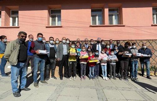 Başkan Soyer'den Bingöllü çocuklara 23 Nisan hediyesi
