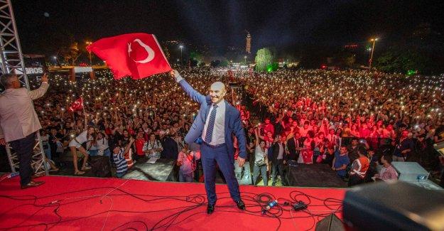 """Başkan Tunç Soyer'den 9 Eylül mesajı; """"99 yıldır eksilmeyen gurur ve heyecanla"""""""