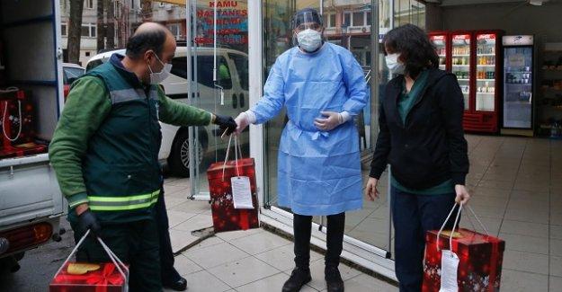Batur, görev başındaki sağlık çalışanlarını unutmadı