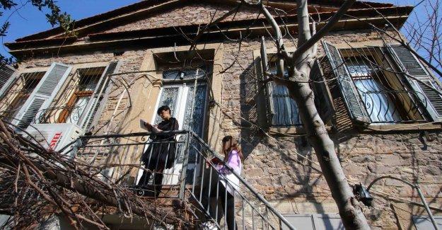 Bayraklı'nın tarihi evleri arşivleniyor