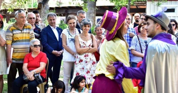Bornova Belediyesi'nden gençlere tiyatro eğitimi