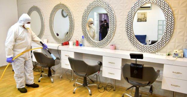 Bornova'da salonlara dezenfeksiyon