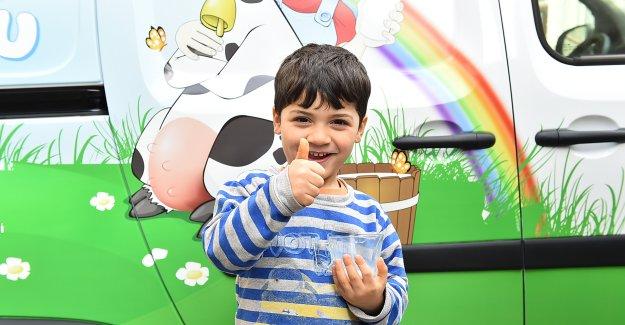 Büyükşehir 154 bin 500 çocuğa süt dağıtıyor