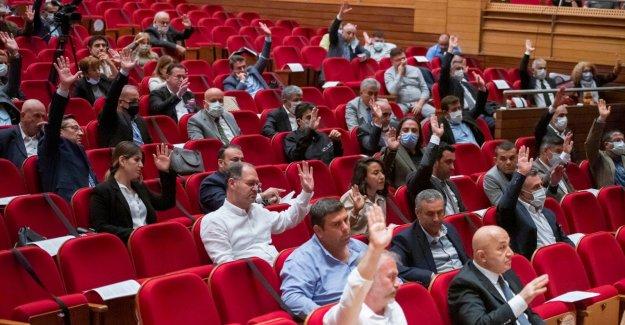 Büyükşehir Meclisi'nde Bayraklı'daki depremzedeleri sevindiren karar