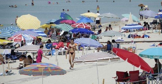 Çeşme'ye tatilci akını, plajlar doldu taştı!