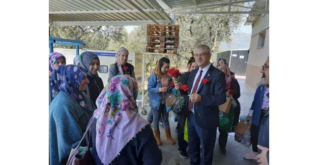 CHP'li Beko Kemalpaşa'da kadın işçilerle buluştu: