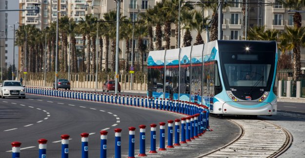 Çiğli Tramvayı yola çıkıyor