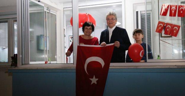 EDREMİTLİLER HEP BİRLİKTE İSTİKLAL MARŞI'NI OKUDU