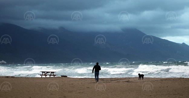 Ege'de şiddetli rüzgar hayatı olumsuz etkiliyor