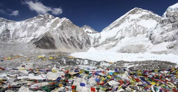 Everest'ten 11 ton çöp toplandı