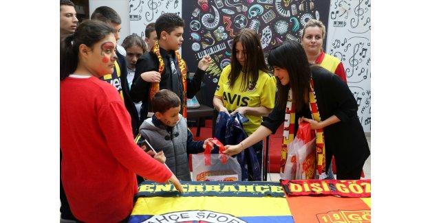 """Fenerbahçe ve Göztepeli kadın taraftarlardan """"Sevgi Deplasmanı"""" projesi"""