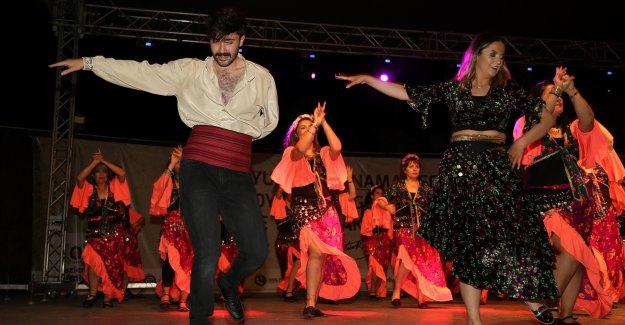 Gaziemir'de halk dansları şöleni
