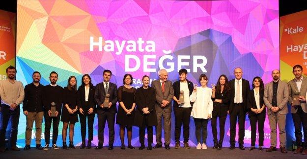 """İbrahim Bodur Sosyal Girişimcilik Ödülü """"değişim öncülerinin"""" oldu"""