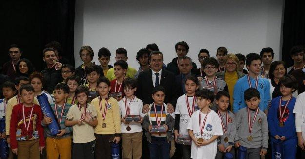 İnönü Satranç Turnuvası'nın ödülleri sahiplerini buldu