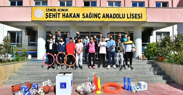 İzmir Büyükşehir Belediyesi'nden 30 ilçede 1500 okula spor desteği