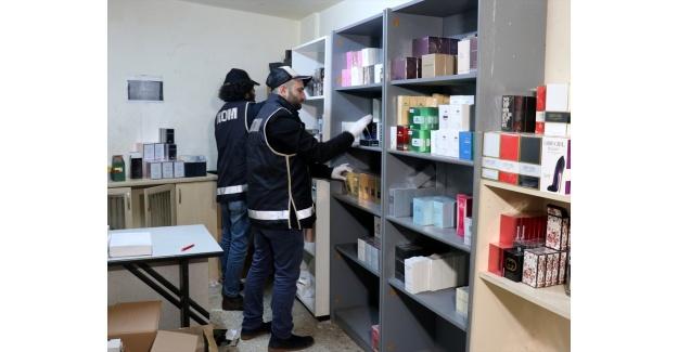 İzmir'de gümrük kaçağı ürünlere yönelik operasyon