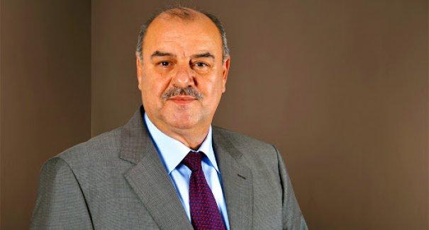 İzmir'in tanınmış siyasetçisi, Boşnak camiasının sevilen isimi Murat Taşer hayatını kaybetti