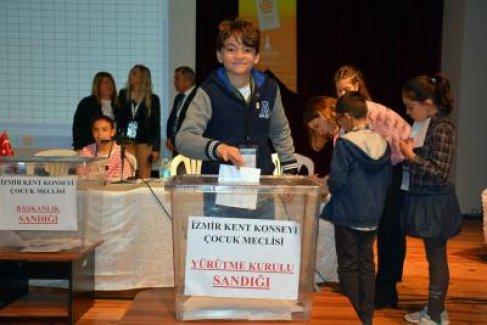 İzmir yeni çocuk yöneticilerini seçti