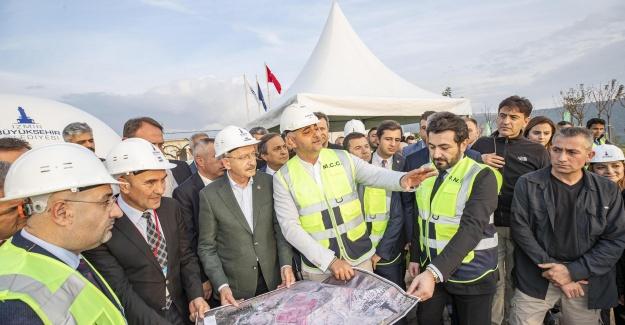 İzmir'de tarihi açılış