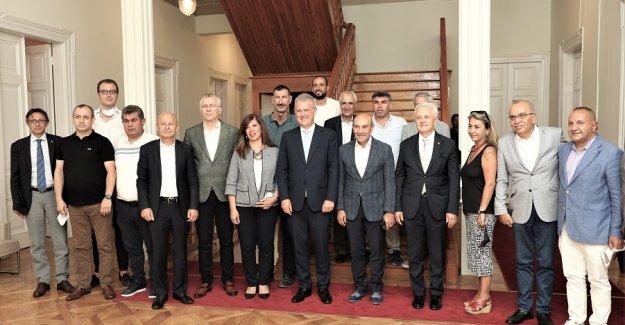 İZTO İmar, Şehircilik ve Kentsel Dönüşüm Komisyonu'ndan Başkan Soyer'e Ziyaret
