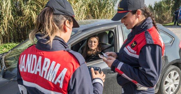 """Jandarmanın kadın """"hızırları"""" trafikte göz açtırmıyor"""