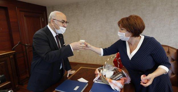 Karaburun Belediye Başkanı Erdoğan, İzmir Valisi Köşger'i ziyaret etti