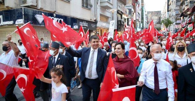 Karşıyaka'da 9 Eylül'e coşkulu kutlama