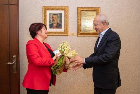 Kemal Kılıçdaroğlu'na nergisli ziyaret