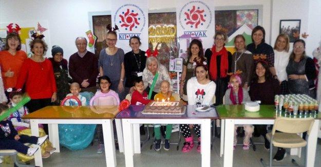KİTVAK hastanede tedavi gören çocuklar için yeni yıl etkinliği dü