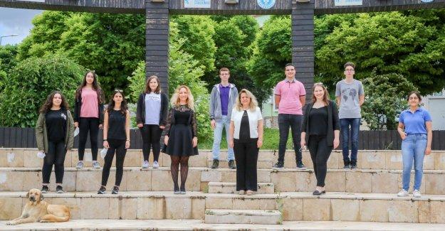 Kızılçullu gençleri Buca'dan dünyaya Türkiye imzası attı