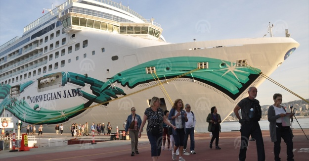 Kuşadası'na kruvaziyerle 2 bin 657 turist geldi