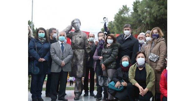 Sağlık emekçilerine saygı anıtı açıldı