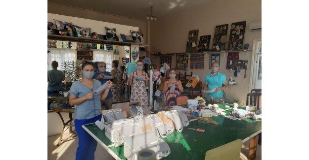 Seferihisar Belediyesi maskesini kendi yapıyor