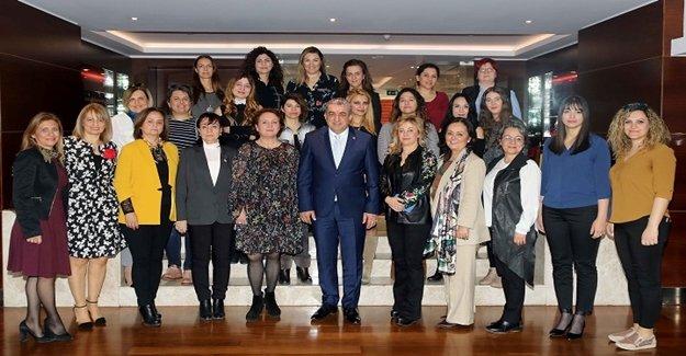 Serter,  8 Mart için kadın gazetecilerle buluştu