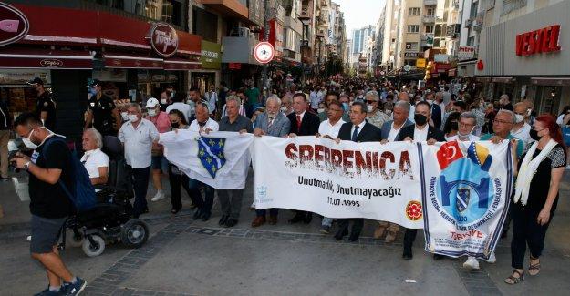 Srebrenitsa Katliamı Konak'ta anıldı