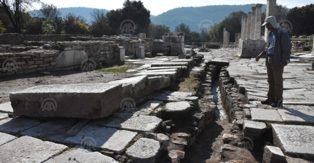 Stratonikeia'da 2 bin 200 yıllık kanalizasyon sistemi gün yüzüne çıkarıldı