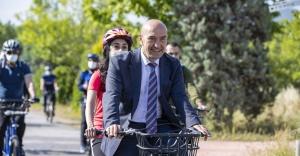 Başkan Soyer görme engelli takım arkadaşıyla tandem bisiklet kullandı