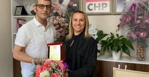 CHP Bayraklı İlçe Örgütünden Teşekkür Plaketi