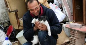 Erdal amcanın emaneti kedilere mahalleli sahip çıktı