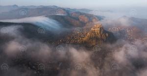 Karahisar Kalesi'nde sis manzarası etkiledi