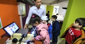 Konaklı çocuklar bilimi eğlenerek öğreniyor