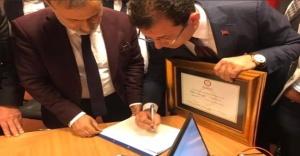 Resmen İstanbul BBB Ekrem İmamoğlu mazbatasını aldı