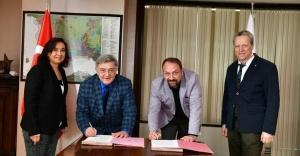 ROTARY'DEN ÇİĞLİ BELEDİYESİ'NE TAM DONANIMLI HASTA MÜDAHALE AMBULANSI