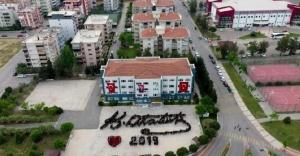 100. yıla özel anlamlı koreografi: 600 öğrenci Atatürk'ün imzasını oluşturdu